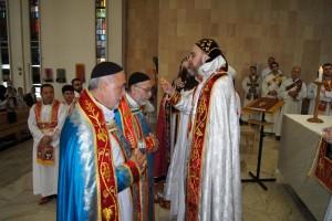(Seine Eminenz Erzbischof Mor Philixenus Mattias Nayis, Pfr. Habib Önder, Pfr. Malke Teber)